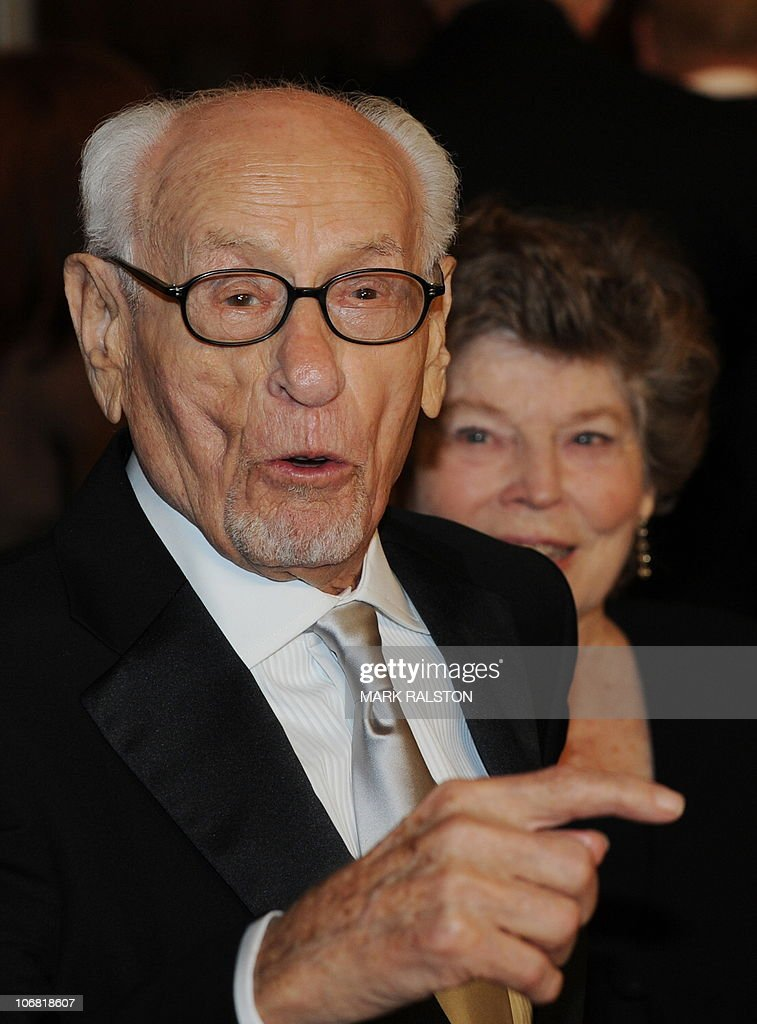 Actor Eli Wallach arrives on the red carpet for the 2010 Oscars Governors Awards at the Hollywood and Highland Center in Hollywood on November 13, 2010. AFP PHOTO/Mark RALSTON