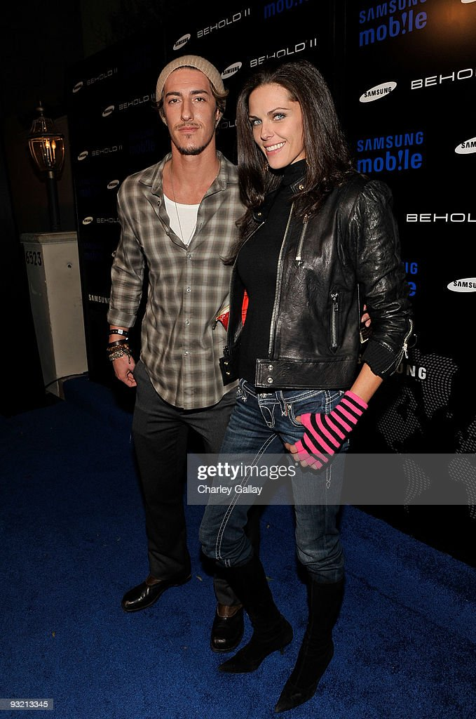 Actor Eric Balfour arrives at the Samsung Behold II launch event at Boulevard3 on November 18, 2009 in Los Angeles, California.