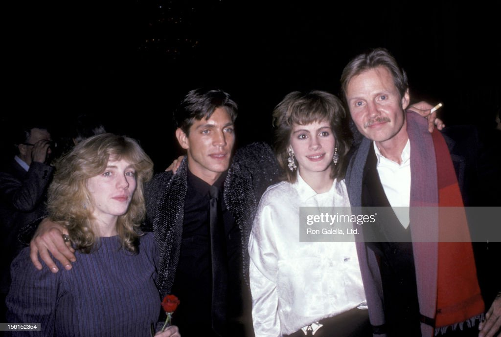 Actor <a gi-track='captionPersonalityLinkClicked' href=/galleries/search?phrase=Eric+Roberts&family=editorial&specificpeople=224670 ng-click='$event.stopPropagation()'>Eric Roberts</a>, actress <a gi-track='captionPersonalityLinkClicked' href=/galleries/search?phrase=Julia+Roberts&family=editorial&specificpeople=202605 ng-click='$event.stopPropagation()'>Julia Roberts</a> and their sister Lisa Roberts and actor <a gi-track='captionPersonalityLinkClicked' href=/galleries/search?phrase=Jon+Voight&family=editorial&specificpeople=202872 ng-click='$event.stopPropagation()'>Jon Voight</a> attend the 'Runaway Train' Premiere Party on December 4, 1985 at The Plaza Hotel in New York City.