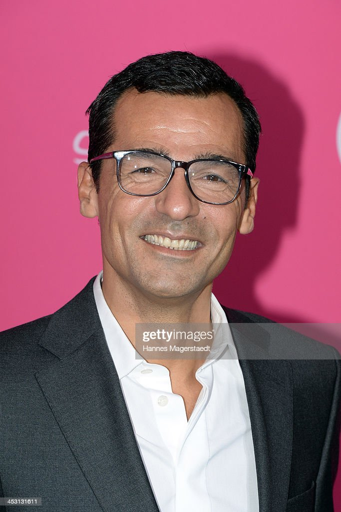 Actor <a gi-track='captionPersonalityLinkClicked' href=/galleries/search?phrase=Erol+Sander&family=editorial&specificpeople=226656 ng-click='$event.stopPropagation()'>Erol Sander</a> attends the Closer Charity Event SMILE at Hotel Vier Jahreszeiten on December 2, 2013 in Munich, Germany.