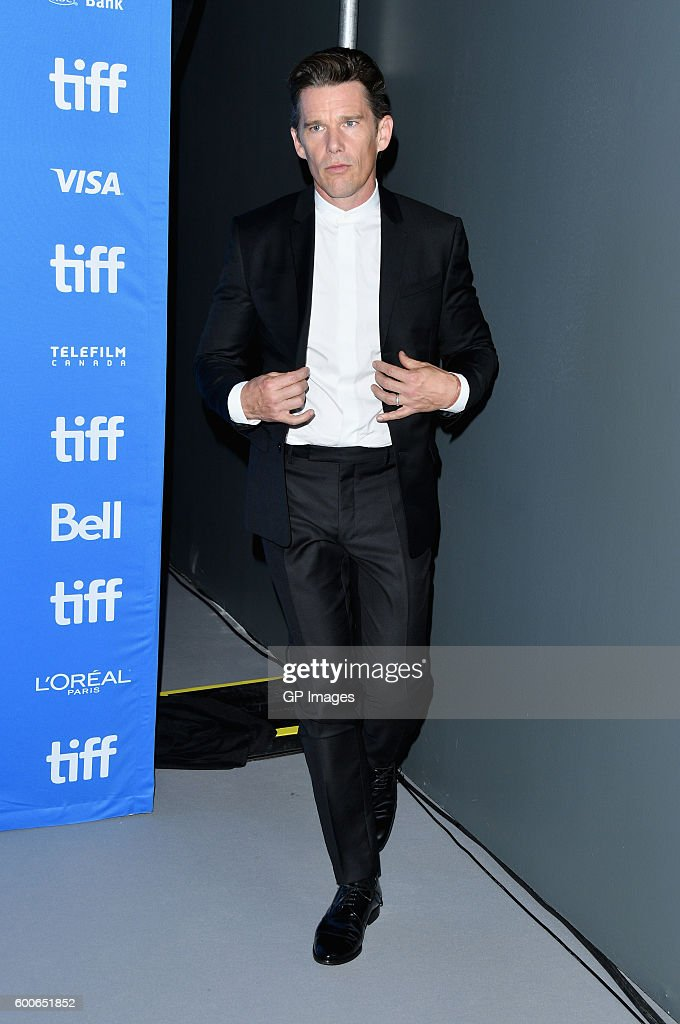 actor-ethan-hawke-attends-the-magnificent-seven-press-conference-the-picture-id600651852