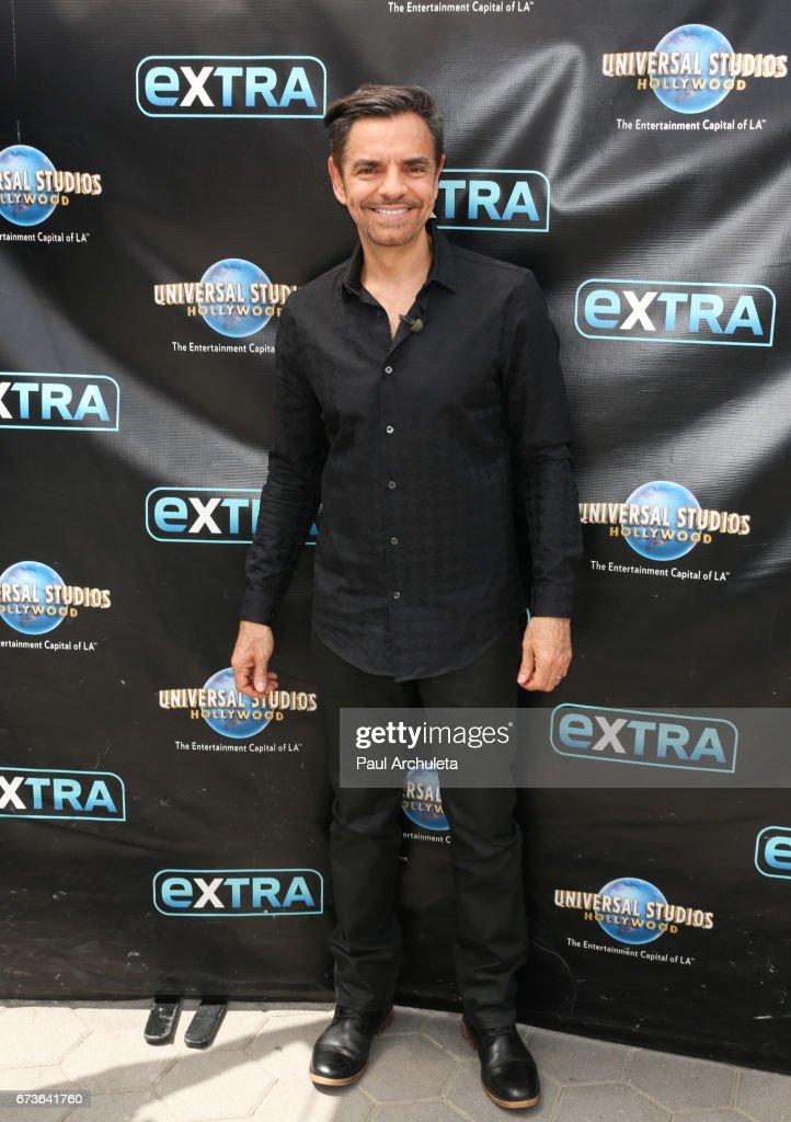 "Celebrities Visit ""Extra"""