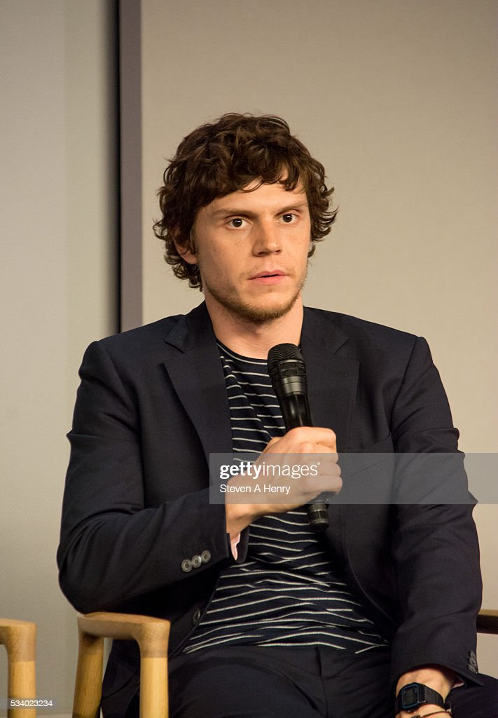 Actor <a gi-track='captionPersonalityLinkClicked' href=/galleries/search?phrase=Evan+Peters&family=editorial&specificpeople=2301160 ng-click='$event.stopPropagation()'>Evan Peters</a> attends Meet the Cast: 'X-Men Apocalypse' at Apple Store Soho on May 24, 2016 in New York City.