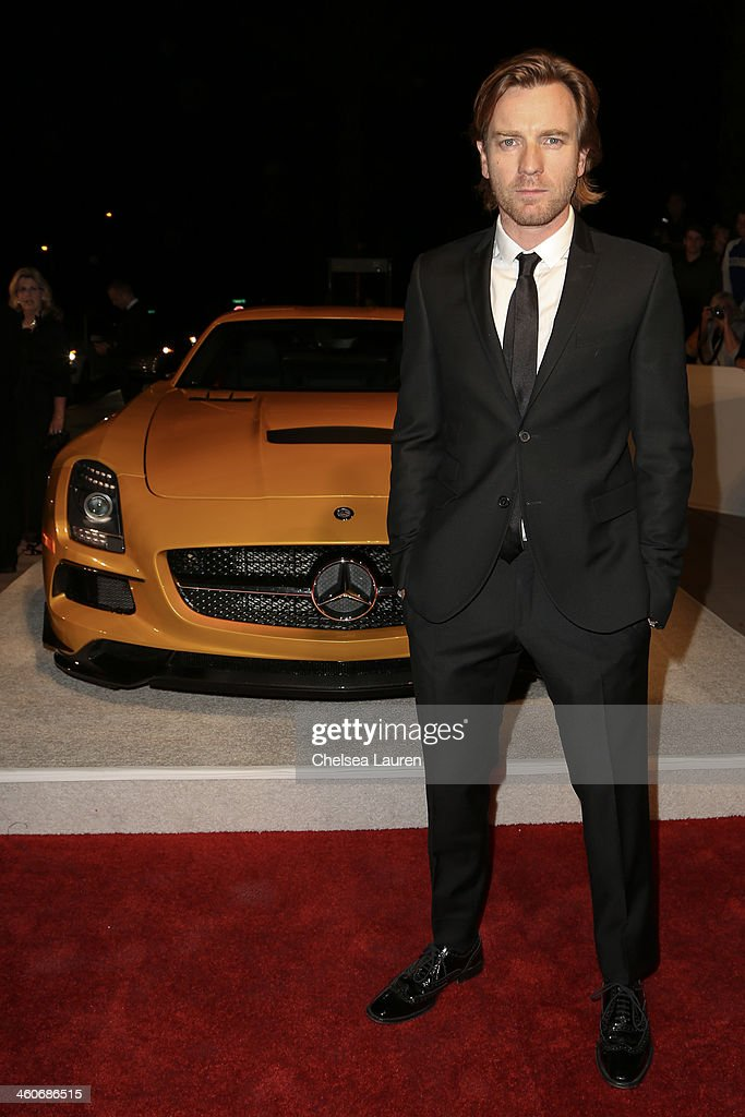 Actor <a gi-track='captionPersonalityLinkClicked' href=/galleries/search?phrase=Ewan+McGregor&family=editorial&specificpeople=202863 ng-click='$event.stopPropagation()'>Ewan McGregor</a> arrives in style during the Mercedes-Benz arrivals at the 25th Annual Palm Springs International Film Festival Awards Gala onJanuary 4, 2014 in Palm Springs, California.