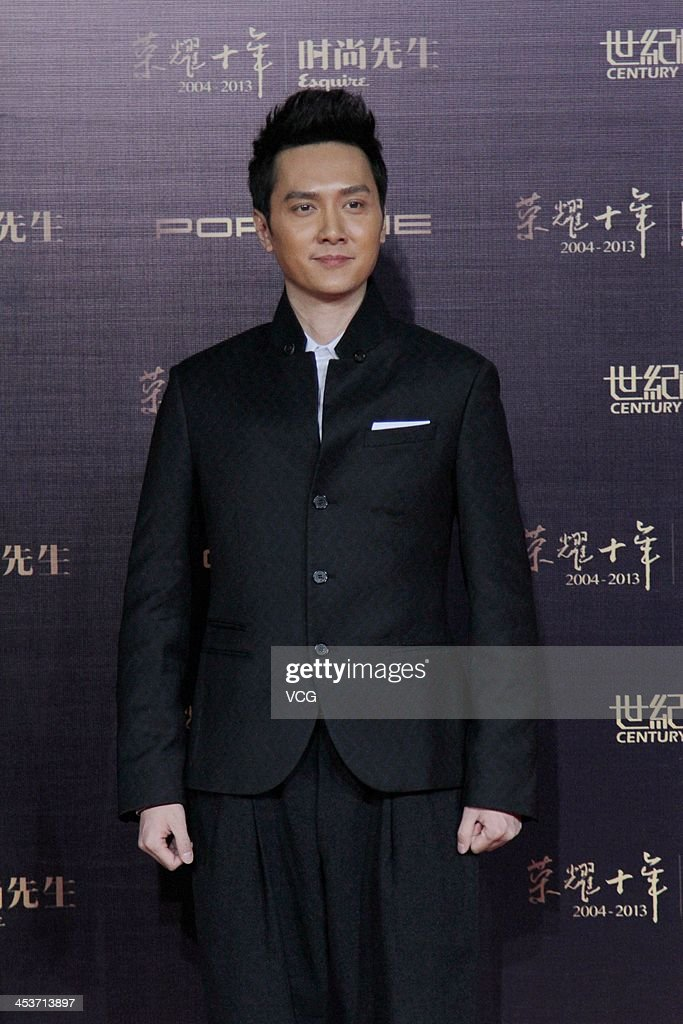 Actor Feng Shaofeng attends Esquire Men Of The Year Awards 2013 at Oriental Theatre on December 4, 2013 in Beijing, China.
