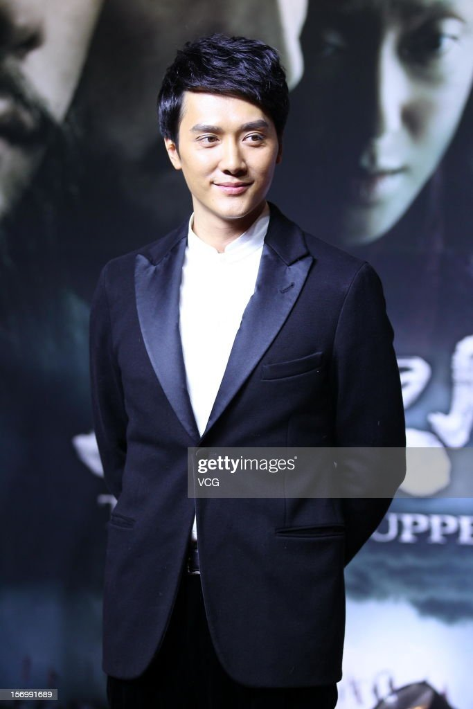Actor <a gi-track='captionPersonalityLinkClicked' href=/galleries/search?phrase=Feng+Shaofeng&family=editorial&specificpeople=7926179 ng-click='$event.stopPropagation()'>Feng Shaofeng</a> attends 'The Last Supper' premiere at China World Trade Center Tower III on November 26, 2012 in Beijing, China.