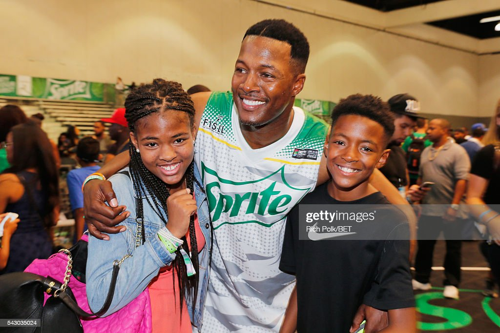 Actor <a gi-track='captionPersonalityLinkClicked' href=/galleries/search?phrase=Flex+Alexander&family=editorial&specificpeople=3363238 ng-click='$event.stopPropagation()'>Flex Alexander</a> (C) participates in the celebrity basketball game presented by Sprite during the 2016 BET Experience on June 25, 2016 in Los Angeles, California.