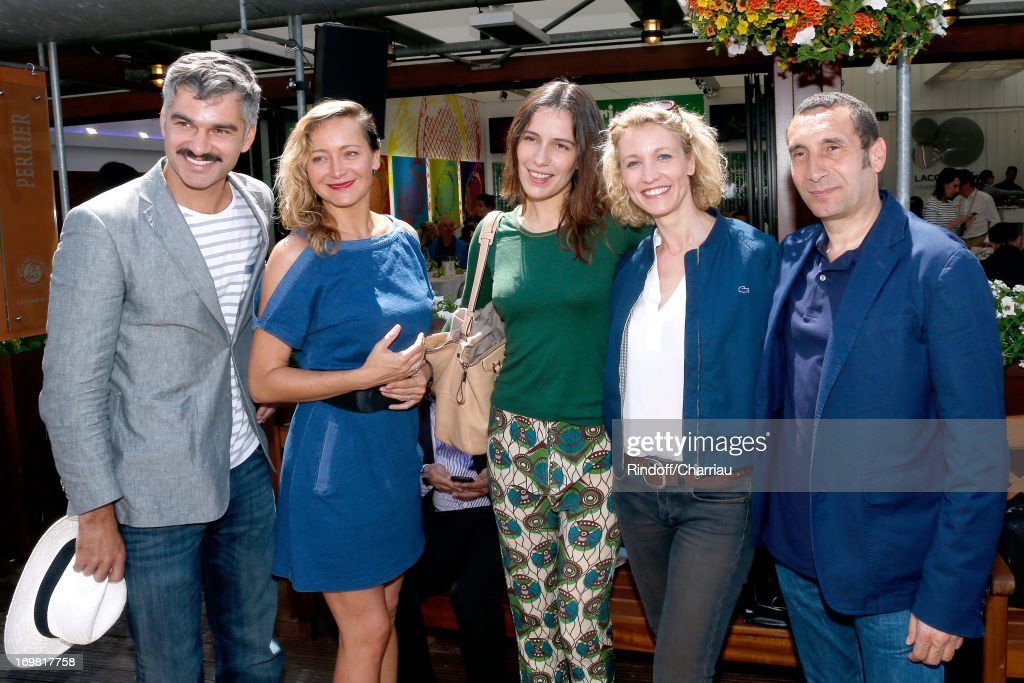 Actor Francois Vincentelli, Actresses Julie Ferrier, Zoe Felix, Alexandra Lamy and actor Zinedine Soualem attend Roland Garros Tennis French Open 2013 - Day 8 on June 2, 2013 in Paris, France.