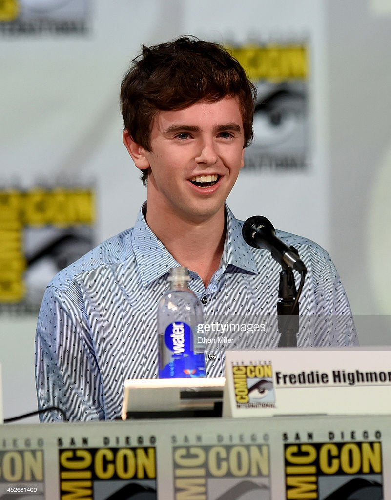 Actor <a gi-track='captionPersonalityLinkClicked' href=/galleries/search?phrase=Freddie+Highmore&family=editorial&specificpeople=210834 ng-click='$event.stopPropagation()'>Freddie Highmore</a> attends the Entertainment Weekly: Brave New Warriors panel during Comic-Con International 2014 at the San Diego Convention Center on July 25, 2014 in San Diego, California.