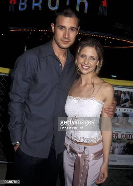 Actor Freddie Prinze Jr and actress Sarah Michelle Gellar attend the 'Summer Catch' Westwood Premiere on August 22 2001 at Mann Village Theatre in...