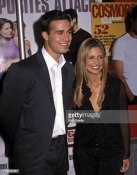 Actor Freddie Prinze Jr and actress Sarah Michelle Gellar attend the 'Boys and Girls' New York City Premiere on June 13 2000 at Kips Bay Theatre in...