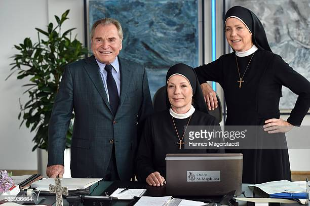 Actor Fritz Wepper Nina Hoger and Janina Hartwig during a photocall for the tv show 'Um Himmels Willen' at Literaturhaus on May 24 2016 in Munich...