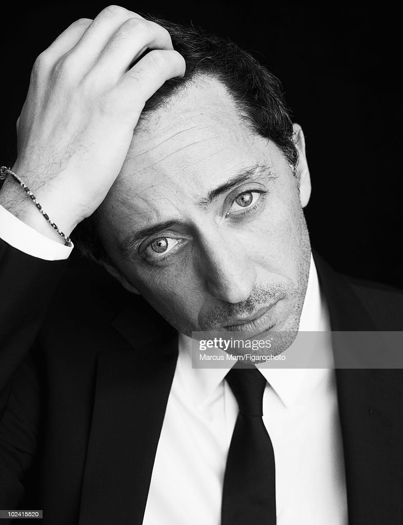 Actor Gad Elmaleh at a portrait session for Madame Figaro Magazine in Pari in 2008. Clothing by Christian Dior. Published image. Image ID 082736-016.