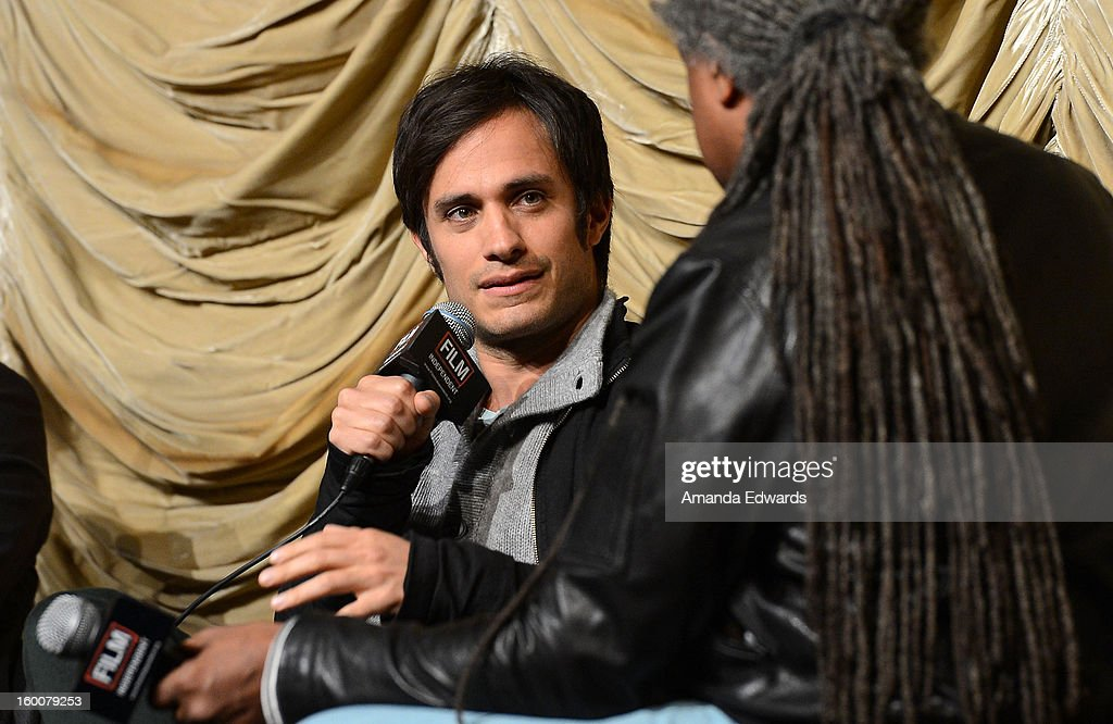 Actor <a gi-track='captionPersonalityLinkClicked' href=/galleries/search?phrase=Gael+Garcia+Bernal&family=editorial&specificpeople=202025 ng-click='$event.stopPropagation()'>Gael Garcia Bernal</a> (L) attends the Film Independent At LACMA free screening of 'No' co-presented by The New York Times Film Club at the Bing Theatre At LACMA on January 25, 2013 in Los Angeles, California.