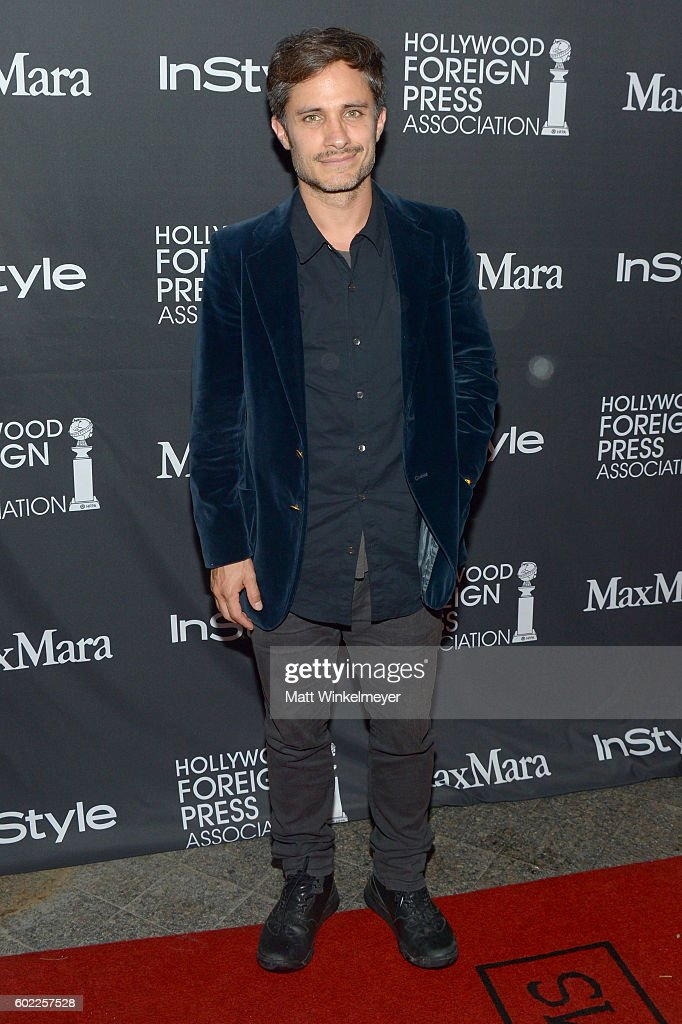 actor-gael-garcia-bernal-attends-the-tiffinstylehfpa-party-during-the-picture-id602257528