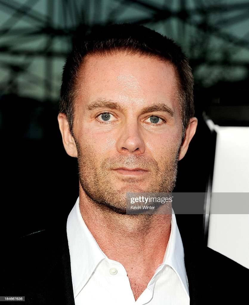 Actor <a gi-track='captionPersonalityLinkClicked' href=/galleries/search?phrase=Garret+Dillahunt&family=editorial&specificpeople=2544340 ng-click='$event.stopPropagation()'>Garret Dillahunt</a> arrives at the premiere of Fox Searchlights' '12 Years A Slave' at the Directors Guild on October 14, 2013 in Los Angeles, California.