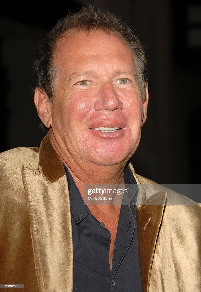 Actor <a gi-track='captionPersonalityLinkClicked' href=/galleries/search?phrase=Garry+Shandling&family=editorial&specificpeople=220833 ng-click='$event.stopPropagation()'>Garry Shandling</a> arrives at Runnin' Down A Dream: <a gi-track='captionPersonalityLinkClicked' href=/galleries/search?phrase=Tom+Petty&family=editorial&specificpeople=224789 ng-click='$event.stopPropagation()'>Tom Petty</a> and The Heartbreakers premiere held in Burbank, California on October 2, 2007.