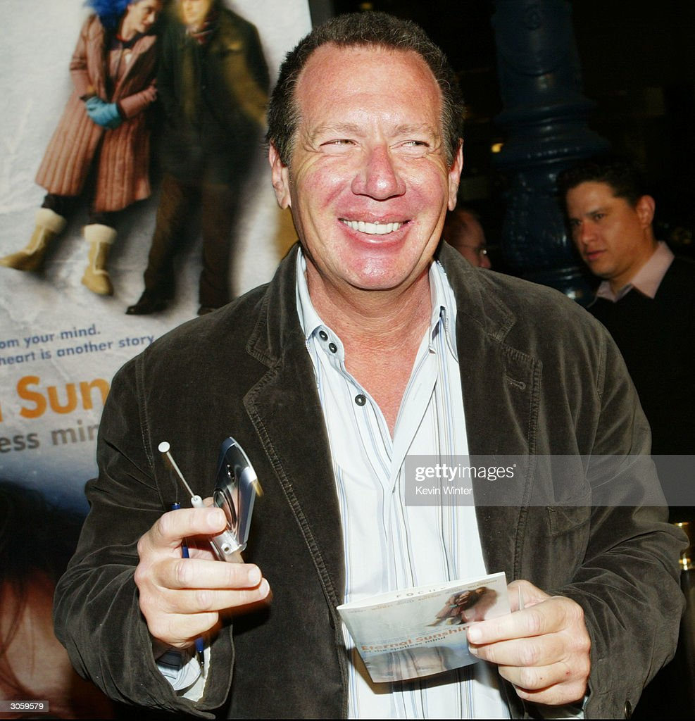 Actor <a gi-track='captionPersonalityLinkClicked' href=/galleries/search?phrase=Garry+Shandling&family=editorial&specificpeople=220833 ng-click='$event.stopPropagation()'>Garry Shandling</a> attends the movie premiere of 'Eternal Sunshine of the Spotless Mind' on March 9, 2004 at the Samuel Goldwyn Theater at the Academy of Motion Picture Arts & Sciences, in Los Angeles, California.