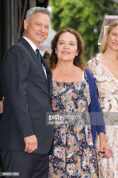 GARY SINISE with his wife Moira Harris.George Wallace ... |Moira Harris And Gary Sinise Children