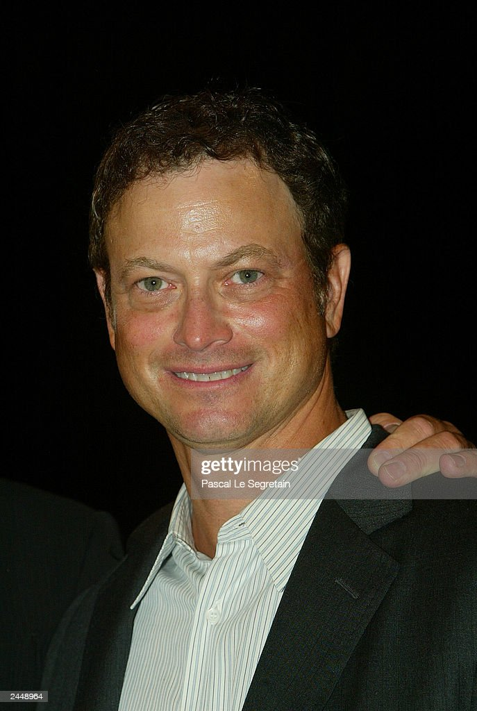 Actor Gary Sinise arrives at the screening of the Robert Benton's film 'The Human Stain - actor-gary-sinise-arrives-at-the-screening-of-the-robert-bentons-film-picture-id2448964