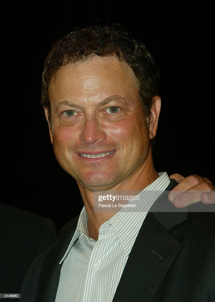 Actor Gary Sinise arrives at the screening of the Robert Benton's film 'The Human Stain - actor-gary-sinise-arrives-at-the-screening-of-the-robert-bentons-film-picture-id2448982