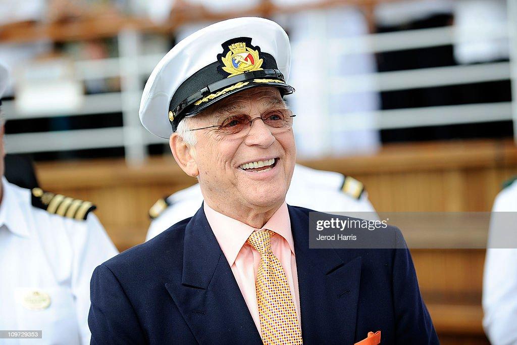 gavin macleod mchale's navy