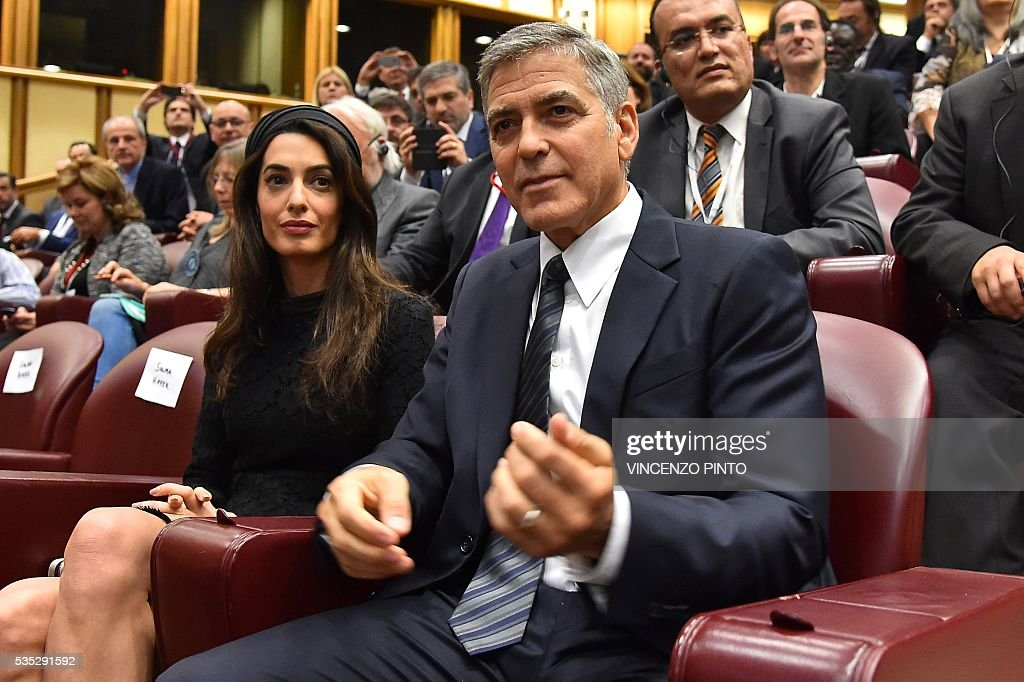 US actor Georges Clooney and his wife Amal Clooney arrive to attend an audience of Pope Francis to the participants of the Sixth World Congress of Pontifical Foundation Scholas, on May 29, 2016 in Vatican. Scholas is an international organization of pontifical right approved and created by Pope Francis in Vatican City August 13, 2013. It combines technology with art and sport to promote social integration and culture of encounter for peace. / AFP / VINCENZO