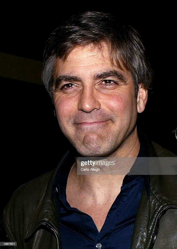 Actor <a gi-track='captionPersonalityLinkClicked' href=/galleries/search?phrase=George+Clooney&family=editorial&specificpeople=202529 ng-click='$event.stopPropagation()'>George Clooney</a> arrives for a screening of 'Nobody's Perfect' at the Writers Guild February 19, 2004 in Los Angeles, California.