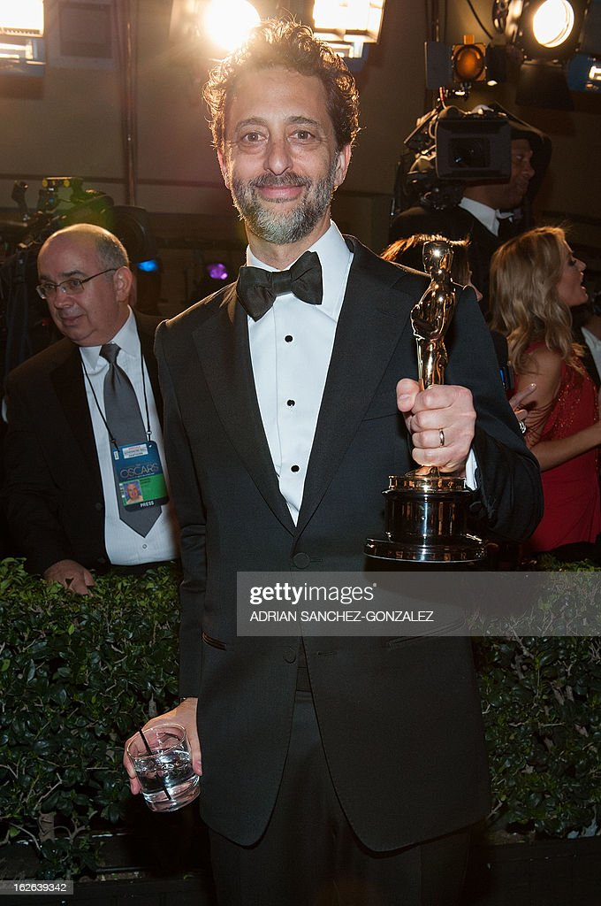 Actor Grant Heslov arrives with his Oscar for Best Picture, 'Argo,' at the 2013 Vanity Fair Oscar Party on February 24, 2013 in Hollywood, California. AFP PHOTO / ADRIAN SANCHEZ-GONZALEZ