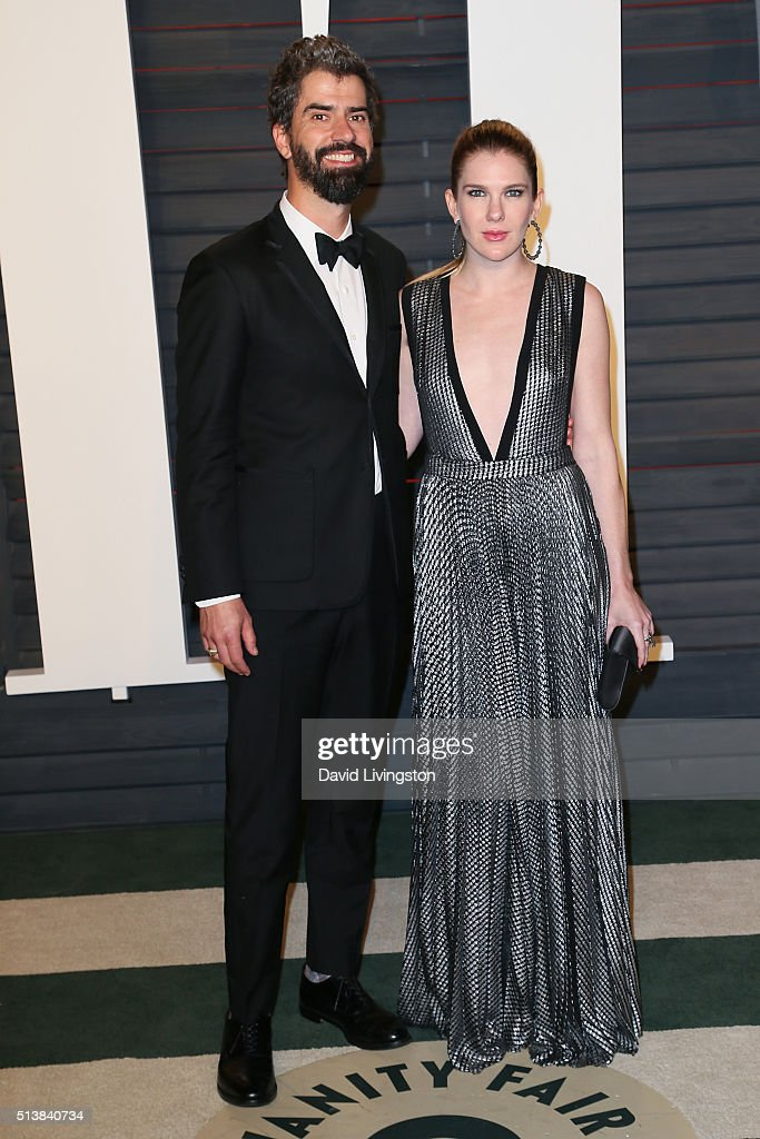Actor Hamish Linklater (L) and actress Lily Rabe arrive at the 2016 Vanity Fair Oscar Party Hosted by Graydon Carter at the Wallis Annenberg Center for the Performing Arts on February 28, 2016 in Beverly Hills, California.