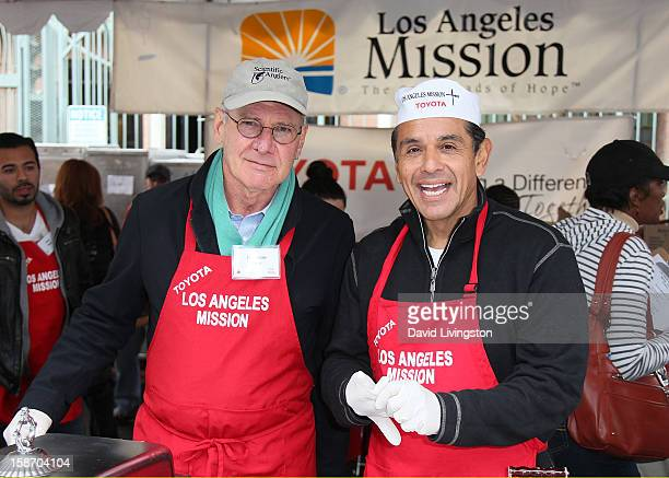 Actor Harrison Ford and Los Angeles Mayor Antonio Villaraigosa attend the Los Angeles Mission's Christmas Eve for the homeless at the Los Angeles...