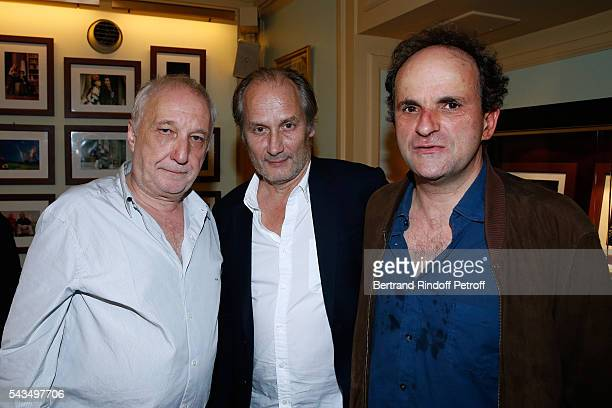 Actor Hippolyte Girardot standing between Actors of the piece Lionel Abelanski and Francois Berleand attend 'Du vent dans les branches de Sassafras'...