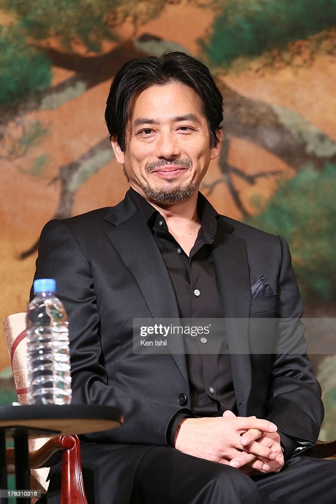 Actor <a gi-track='captionPersonalityLinkClicked' href=/galleries/search?phrase=Hiroyuki+Sanada&family=editorial&specificpeople=209049 ng-click='$event.stopPropagation()'>Hiroyuki Sanada</a> attends the 'The Wolverine' press conference at the Meguro Gajyoen on August 29, 2013 in Tokyo, Japan.