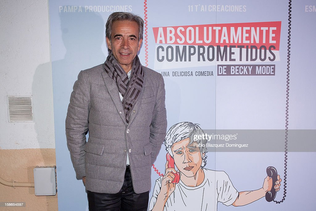 Actor <a gi-track='captionPersonalityLinkClicked' href=/galleries/search?phrase=Imanol+Arias&family=editorial&specificpeople=805299 ng-click='$event.stopPropagation()'>Imanol Arias</a> attends 'Absolutamente Comprometidos' premiere at Teatro del Arte de Madrid on December 22, 2012 in Madrid, Spain.