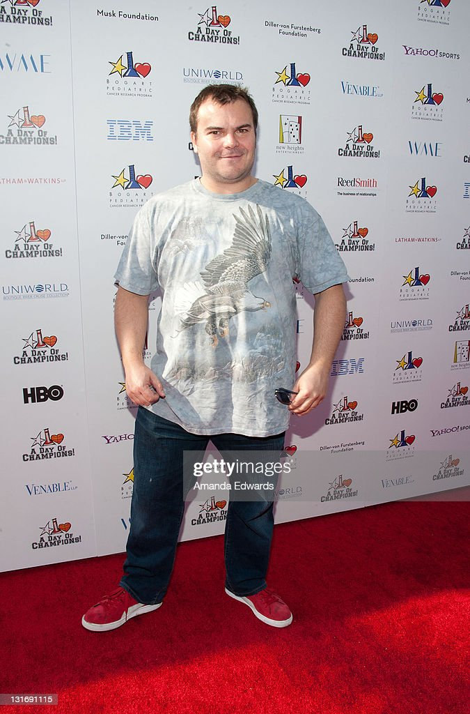 Actor <a gi-track='captionPersonalityLinkClicked' href=/galleries/search?phrase=Jack+Black&family=editorial&specificpeople=171453 ng-click='$event.stopPropagation()'>Jack Black</a> arrives at the Yahoo! Sports Presents A Day Of Champions event at the Sports Museum of Los Angeles on November 6, 2011 in Los Angeles, California.