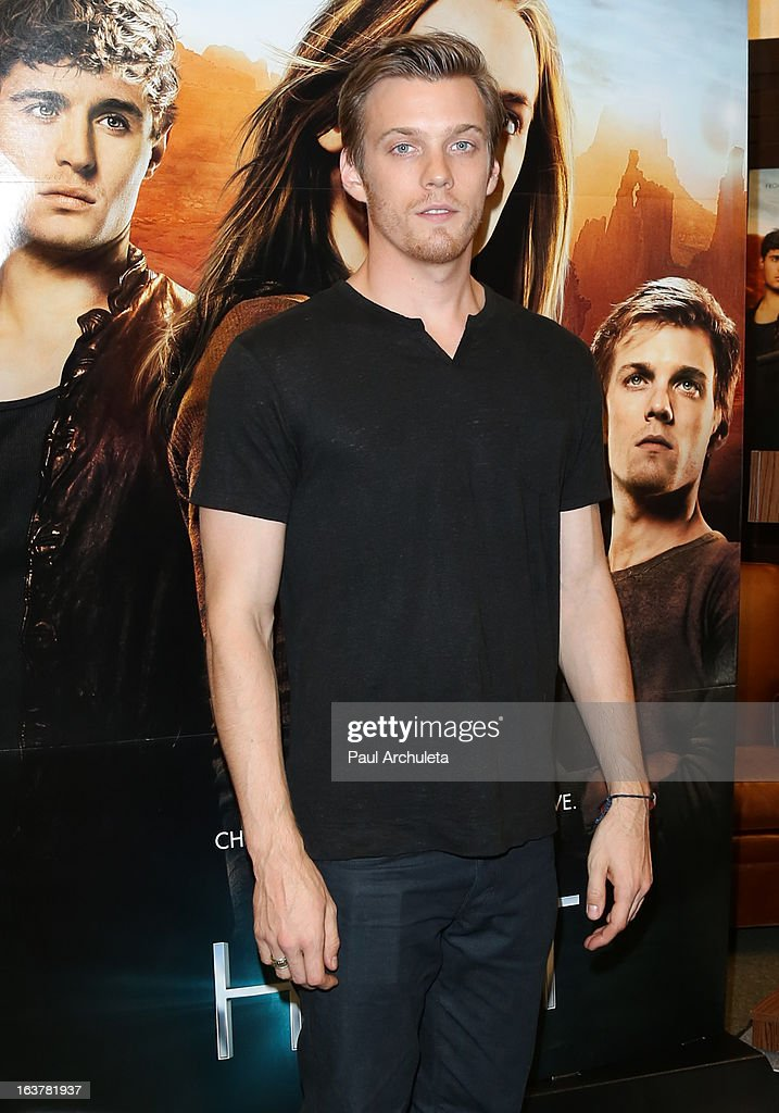 Actor <a gi-track='captionPersonalityLinkClicked' href=/galleries/search?phrase=Jake+Abel&family=editorial&specificpeople=4684398 ng-click='$event.stopPropagation()'>Jake Abel</a> signs copies of 'The Host' at Barnes & Noble bookstore at The Grove on March 15, 2013 in Los Angeles, California.