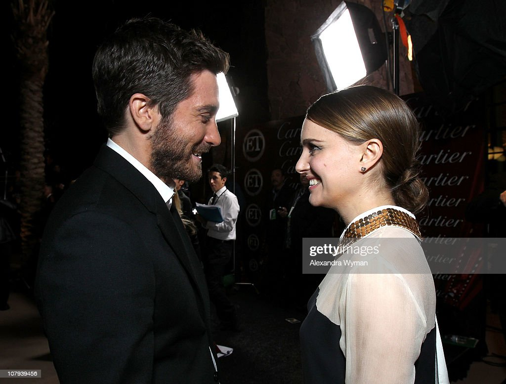 Actor <a gi-track='captionPersonalityLinkClicked' href=/galleries/search?phrase=Jake+Gyllenhaal&family=editorial&specificpeople=201833 ng-click='$event.stopPropagation()'>Jake Gyllenhaal</a> (L) and actress <a gi-track='captionPersonalityLinkClicked' href=/galleries/search?phrase=Natalie+Portman&family=editorial&specificpeople=202035 ng-click='$event.stopPropagation()'>Natalie Portman</a> (R) arrive at the 22nd Annual Palm Springs International Film Festival Awards Gala at the Palm Springs Convention Center on January 8, 2011 in Palm Springs, California.