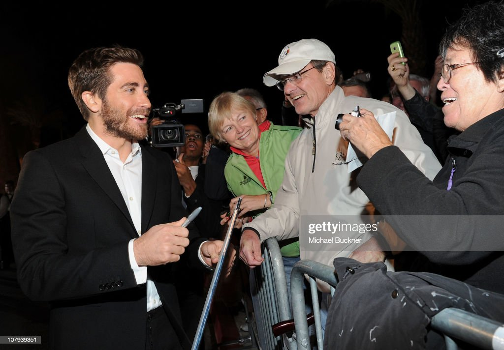 Actor <a gi-track='captionPersonalityLinkClicked' href=/galleries/search?phrase=Jake+Gyllenhaal&family=editorial&specificpeople=201833 ng-click='$event.stopPropagation()'>Jake Gyllenhaal</a> (L) arrives at the 22nd Annual Palm Springs International Film Festival Awards Gala at the Palm Springs Convention Center on January 8, 2011 in Palm Springs, California.