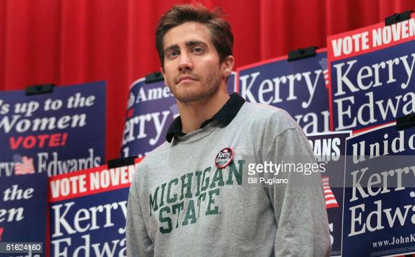 Actor Jake Gyllenhaal attends a...