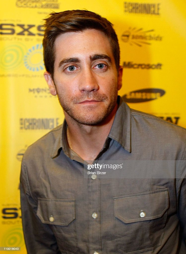 Actor <a gi-track='captionPersonalityLinkClicked' href=/galleries/search?phrase=Jake+Gyllenhaal&family=editorial&specificpeople=201833 ng-click='$event.stopPropagation()'>Jake Gyllenhaal</a> attends the 2011 SXSW Music, Film + Interactive Festival 'Source Code' Premiere at Paramount Theater on March 11, 2011 in Austin, Texas.