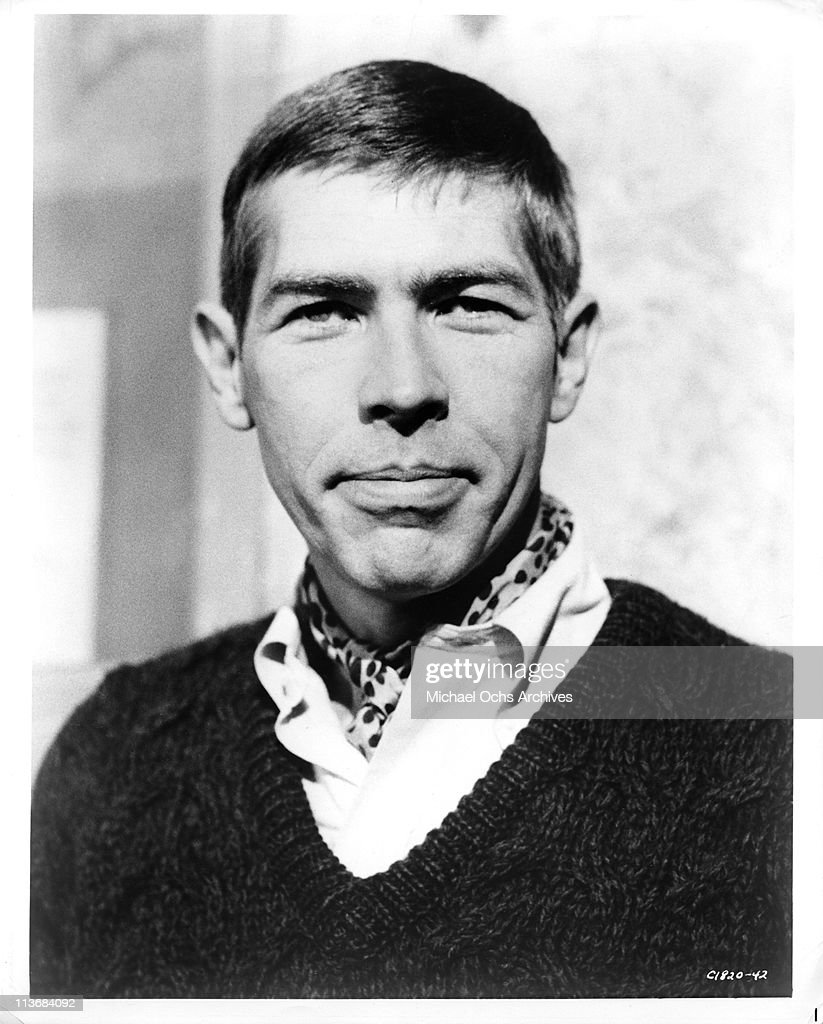 Actor <a gi-track='captionPersonalityLinkClicked' href=/galleries/search?phrase=James+Coburn&family=editorial&specificpeople=221456 ng-click='$event.stopPropagation()'>James Coburn</a> poses for a portrait circa 1963 in Los Angeles, California.