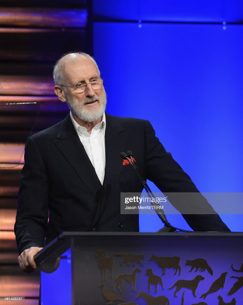 Actor <a gi-track='captionPersonalityLinkClicked' href=/galleries/search?phrase=James+Cromwell&family=editorial&specificpeople=211295 ng-click='$event.stopPropagation()'>James Cromwell</a> accepts the Lifetime Achievement Award at the Humane Society of The United States 60th Anniversary Gala at The Beverly Hilton Hotel on March 29, 2014 in Beverly Hills, California.