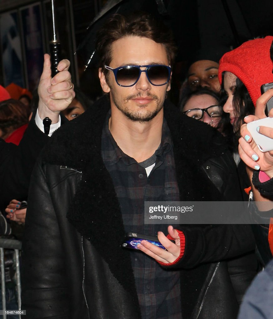Actor <a gi-track='captionPersonalityLinkClicked' href=/galleries/search?phrase=James+Franco&family=editorial&specificpeople=577480 ng-click='$event.stopPropagation()'>James Franco</a> arrives to 'Late Show with David Letterman' at Ed Sullivan Theater on March 25, 2013 in New York City.