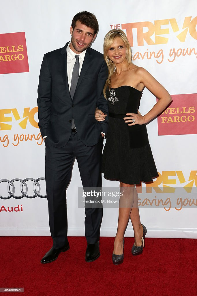 Actor James Wolk (L) and actress Sarah Michelle Gellar attend 'TrevorLIVE LA' honoring Jane Lynch and Toyota for the Trevor Project at Hollywood Palladium on December 8, 2013 in Hollywood, California.
