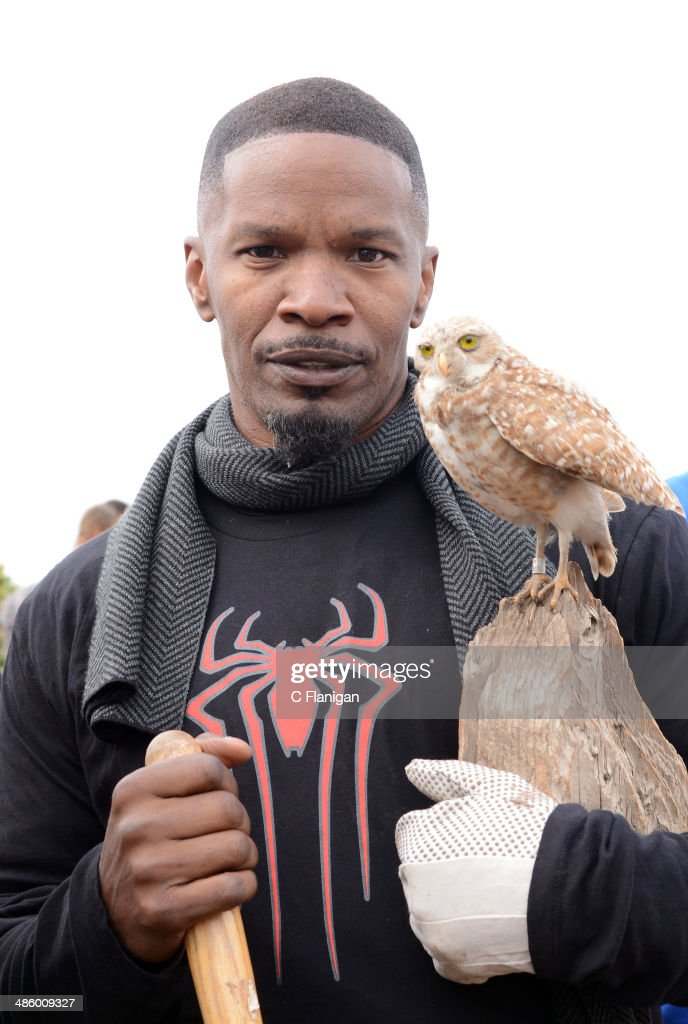 Actor Jamie Foxx poses for photos while volunteering for the 'Be Amazing' Habitat Restoration Project on April 21, 2014 in Mountain View, California.