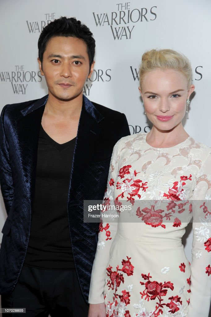 Actor <a gi-track='captionPersonalityLinkClicked' href=/galleries/search?phrase=Jang+Dong-gun&family=editorial&specificpeople=630208 ng-click='$event.stopPropagation()'>Jang Dong-gun</a> (L) and actress <a gi-track='captionPersonalityLinkClicked' href=/galleries/search?phrase=Kate+Bosworth&family=editorial&specificpeople=201616 ng-click='$event.stopPropagation()'>Kate Bosworth</a> arrive at 'The Warrior's Way' screening held at CGV Cinemas on November 19, 2010 in Los Angeles, California.