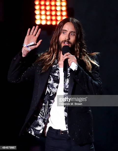 Actor Jared Leto accepts the Best OnScreen Transformation award for 'Dallas Buyers Club' onstage at the 2014 MTV Movie Awards at Nokia Theatre LA...