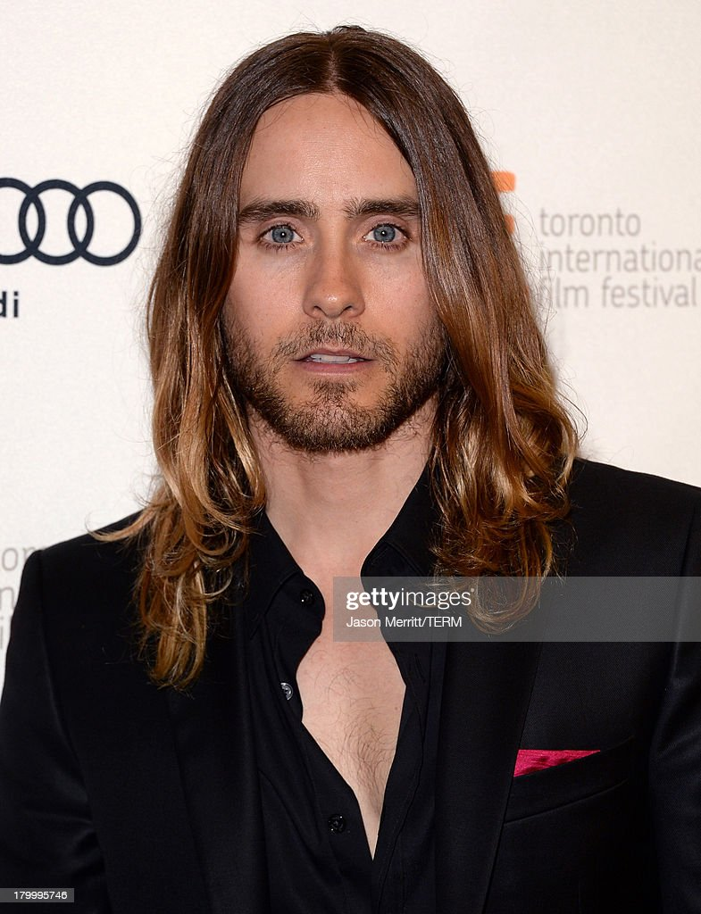 Actor <a gi-track='captionPersonalityLinkClicked' href=/galleries/search?phrase=Jared+Leto&family=editorial&specificpeople=214764 ng-click='$event.stopPropagation()'>Jared Leto</a> arrives at the 'Dallas Buyers Club' premiere during the 2013 Toronto International Film Festival at Princess of Wales Theatre on September 7, 2013 in Toronto, Canada.