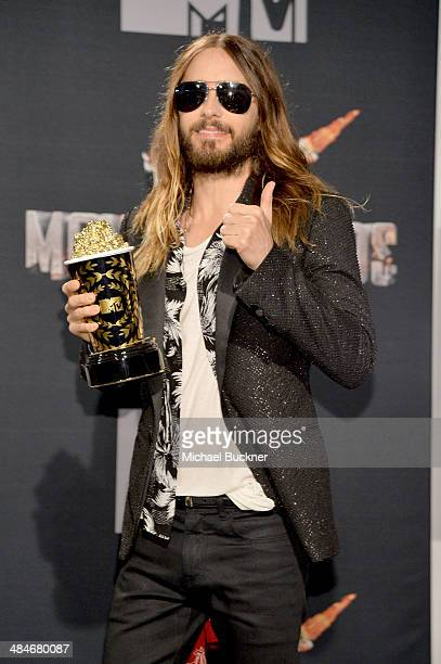 Actor Jared Leto winner of the Best OnScreen Transformation award for 'Dallas Buyers Club' poses in the press room during the 2014 MTV Movie Awards...