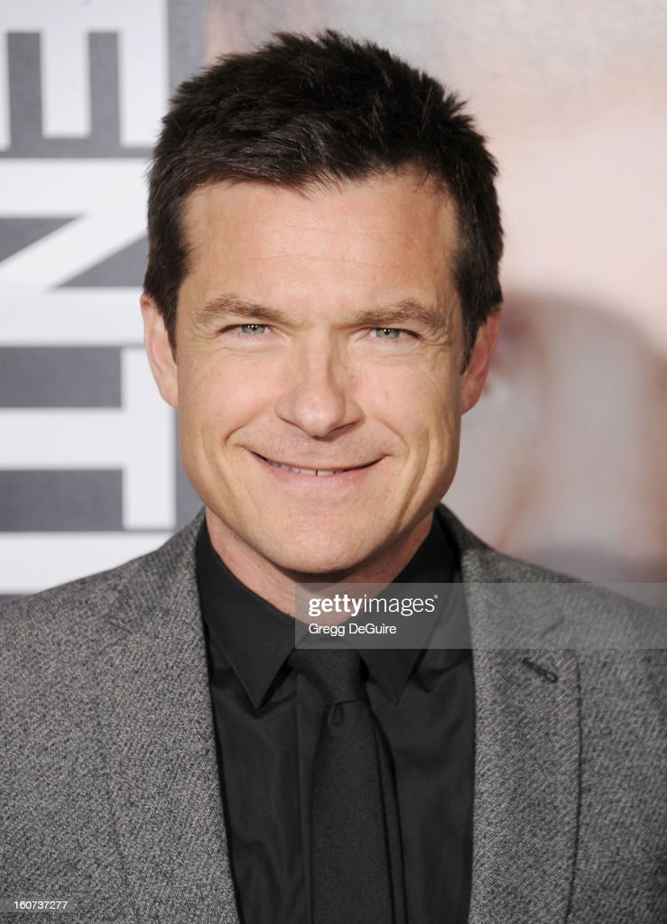 Actor <a gi-track='captionPersonalityLinkClicked' href=/galleries/search?phrase=Jason+Bateman&family=editorial&specificpeople=204774 ng-click='$event.stopPropagation()'>Jason Bateman</a> arrives at the 'Identity Thief' Los Angeles premiere at Mann Village Theatre on February 4, 2013 in Westwood, California.